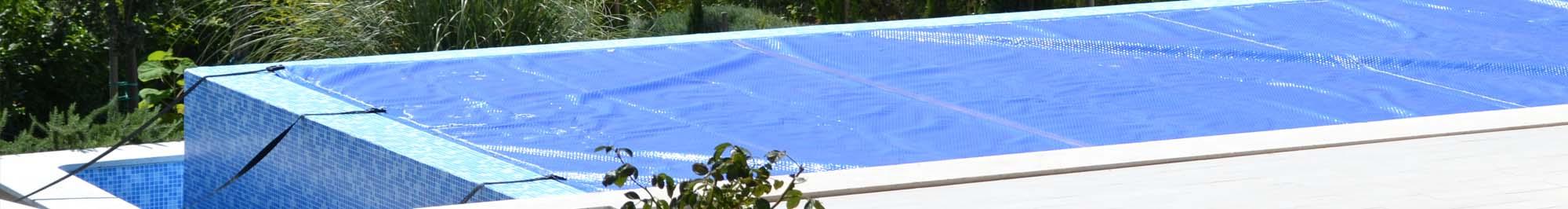 Pool reinigen awesome cheap ein mann mit einem netz den letzten teil des pools reinigen bevor - Holzmobel pflegen hausmittel ...